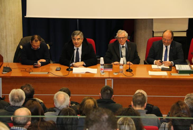 Riunione in corso a Palazzo Silone, L'Aquila