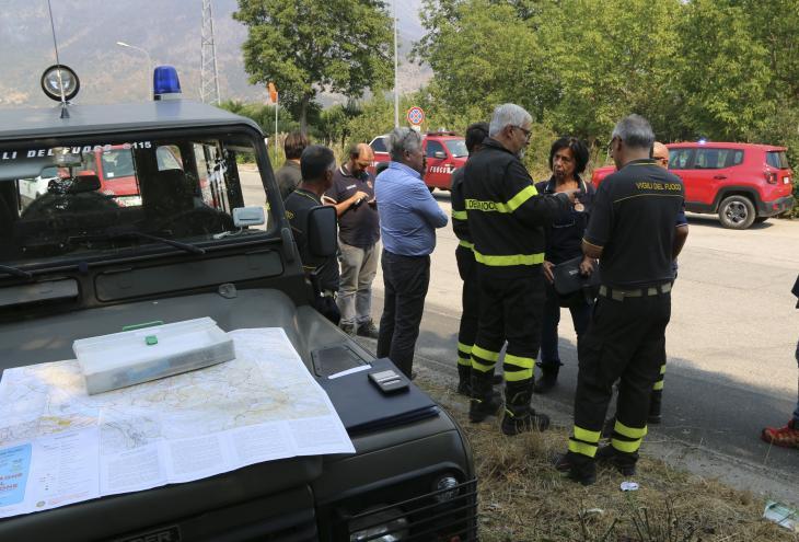 vigili del fuoco sul posto a pianificare gli interventi