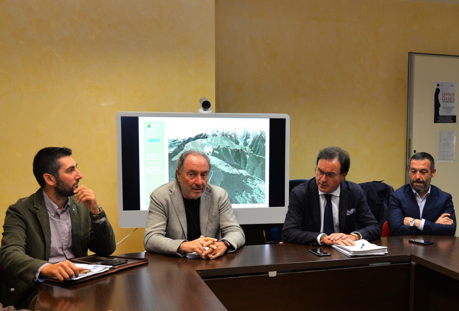 Nella foto l'assessore Febbo (il secondo da dx.), il presidente del Consiglio regionale, Lorenzo Sospiri (primo da dx), il presidente del Parco nazionale della Maiella, Lucio Zazzara, ed il direttore del Parco Di Martino