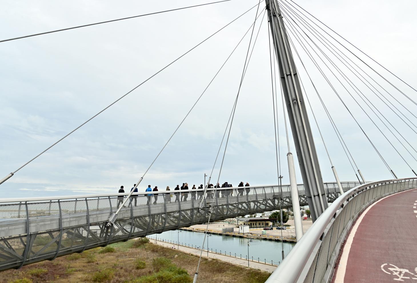 Nella foto la delegazione italo-croata in visita sul ponte sul mare a Pescara
