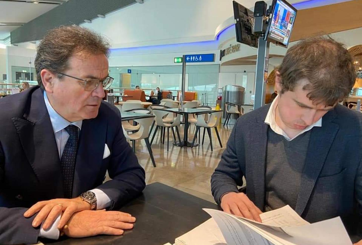 Nella foto l'assessore Febbo e O'Connor di Ryanair