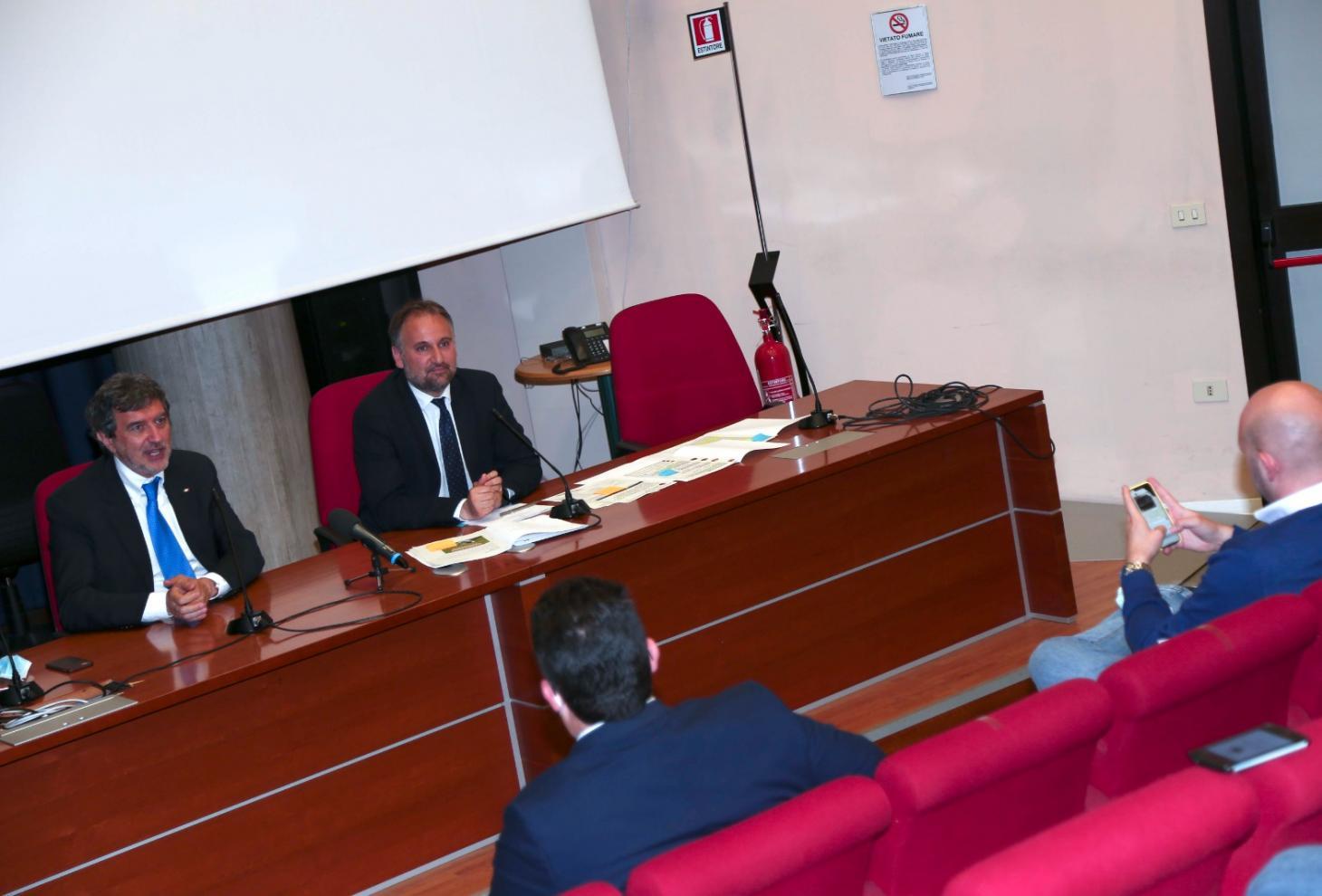 Marco Marsilio , Guido Quintino Liris