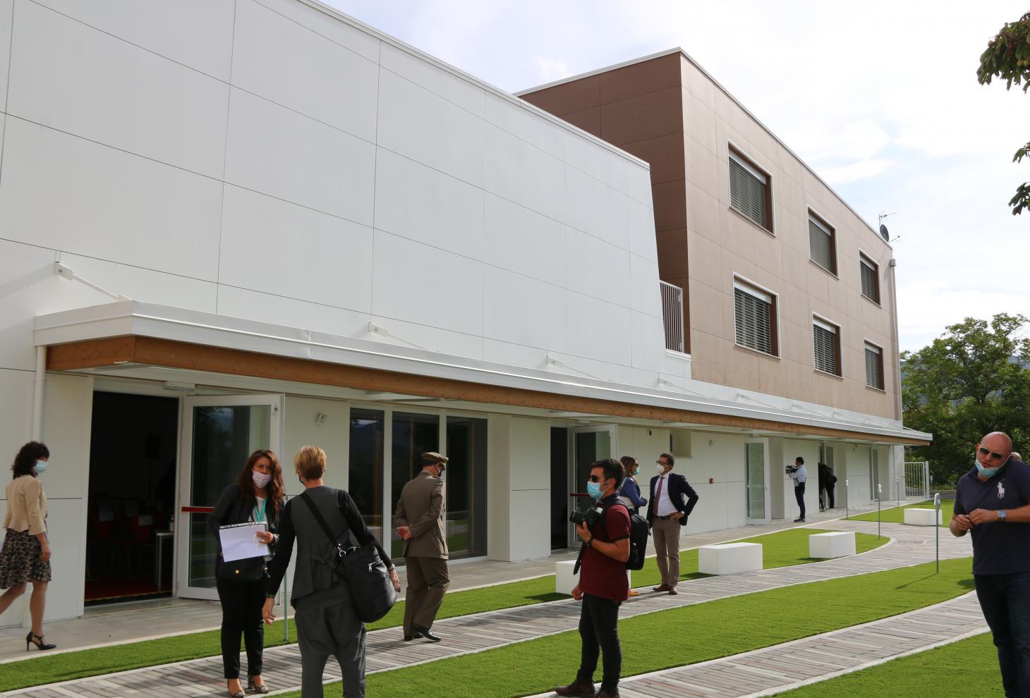nuova scuola, facciata