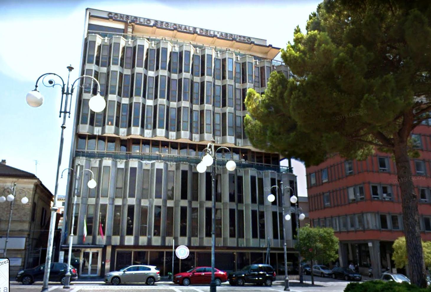 La sede della Regione a Piazza Unione, Pescara