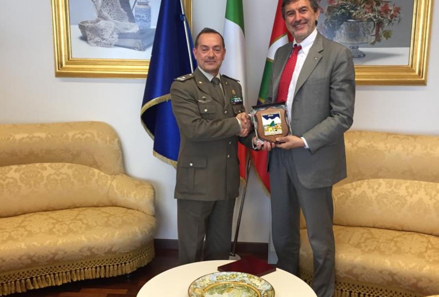 Il generale Di Giovanni e il presidente Marsilio